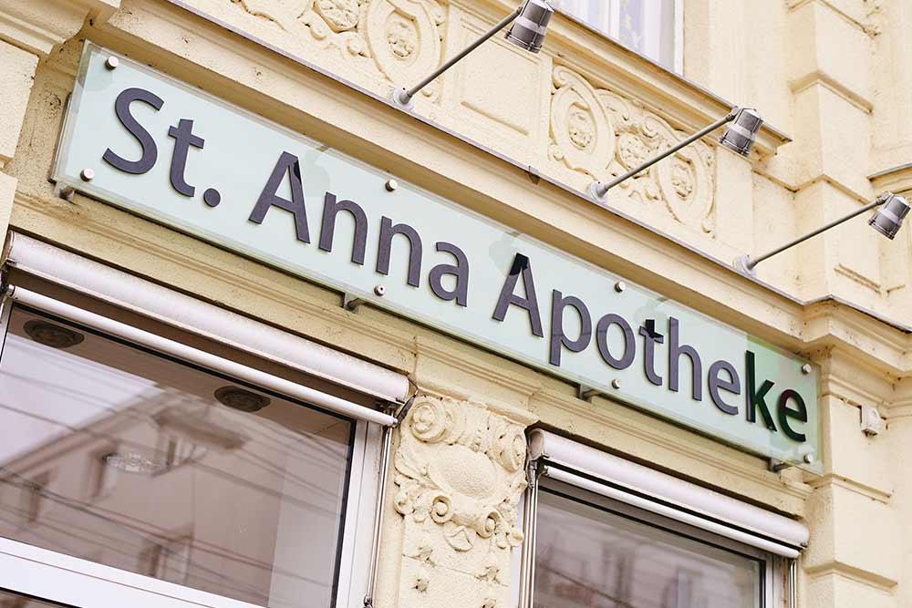 St. Anna Apotheke Wien Schild von Aussenansicht
